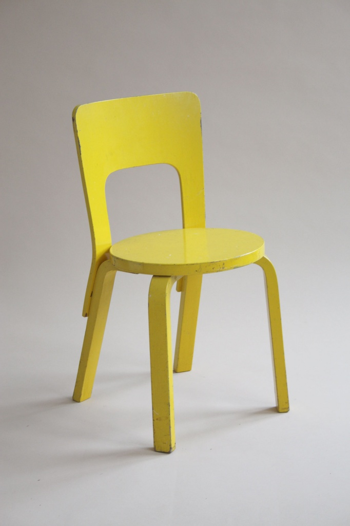 Cardboard chair with legs the image kid for Chaise 66 alvar aalto